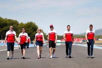 Antonio Giovinazzi, Alfa Romeo Racing, ispeziona il circuito