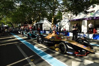 Jean-Eric Vergne, DS TECHEETAH, DS E-Tense FE19 waits ahead of Mitch Evans, Panasonic Jaguar Racing, Jaguar I-Type 3 in the pit lane