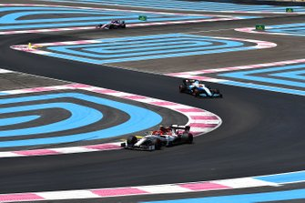 Antonio Giovinazzi, Alfa Romeo Racing C38, leads Robert Kubica, Williams FW42, and Lance Stroll, Racing Point RP19