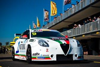 #9 Ashley Seward, Dylan O'Keeffe, Alfa Romeo Giulietta; #35 Alliance Autosport, Alexandra Whitley, Volkswagen Golf GTI