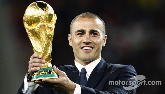 Fabio Cannavaro era eleito o melhor jogador do mundo daquele ano, após título mundial da Itália