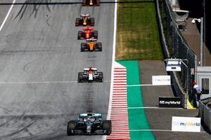 Lewis Hamilton, Mercedes AMG F1 W10, leads Kimi Raikkonen, Alfa Romeo Racing C38, Lando Norris, McLaren MCL34, Sebastian Vettel, Ferrari SF90, and Max Verstappen, Red Bull Racing RB15