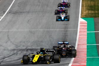 Daniel Ricciardo, Renault F1 Team R.S.19, leads Romain Grosjean, Haas F1 Team VF-19, and Robert Kubica, Williams FW42