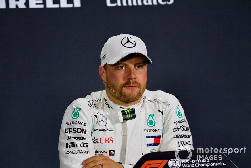 Il poleman Valtteri Bottas, Mercedes AMG F1, durante la conferenza stampa Qualifiche