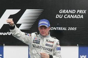 Podio: ganador de la carrera Kimi Raikkonen, McLaren