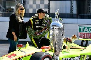 Simon Pagenaud, Team Penske Chevrolet, fiancée Hailey McDermott and Norman with Borg-Warner trophy