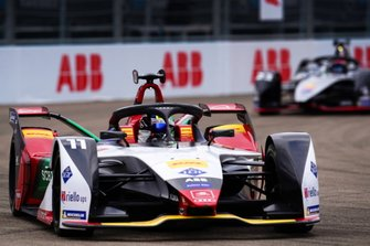 Le vainqueur Lucas Di Grassi, Audi Sport ABT Schaeffler, Audi e-tron FE05, fête sa victoire devant Sébastien Buemi, Nissan e.Dams, Nissan IMO1
