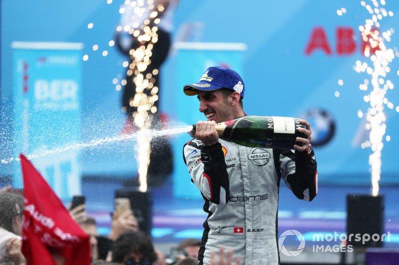 Sébastien Buemi, Nissan e.Dams, 2nd position, celebrates on the podium