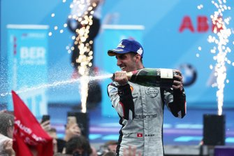 Sébastien Buemi, Nissan e.Dams, 2nd position, celebrates on the podium