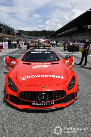 The Safety Car on the grid