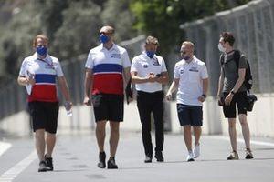 Nikita Mazepin, Haas VF-21 and team members track walk