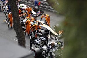 Daniel Ricciardo, McLaren MCL35M, en Pierre Gasly, AlphaTauri AT02, op de grid