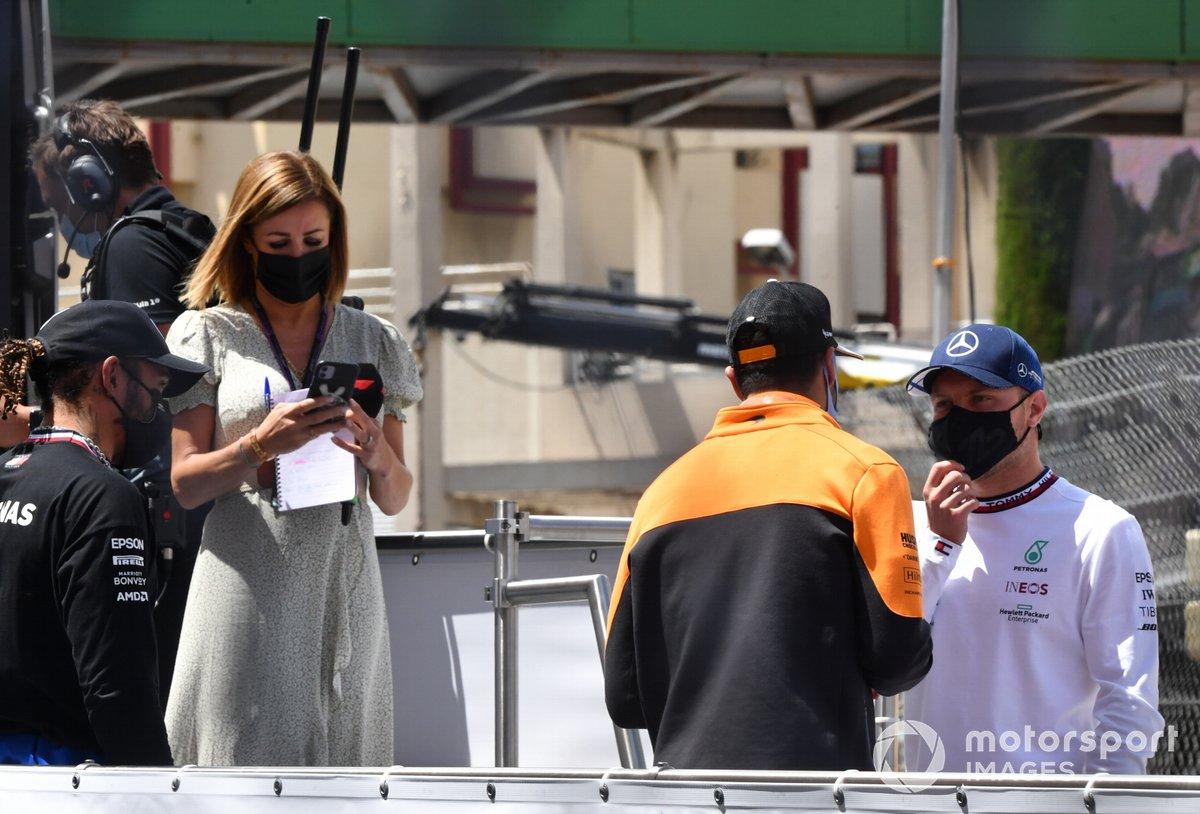 Daniel Ricciardo, McLaren, y Valtteri Bottas, Mercedes