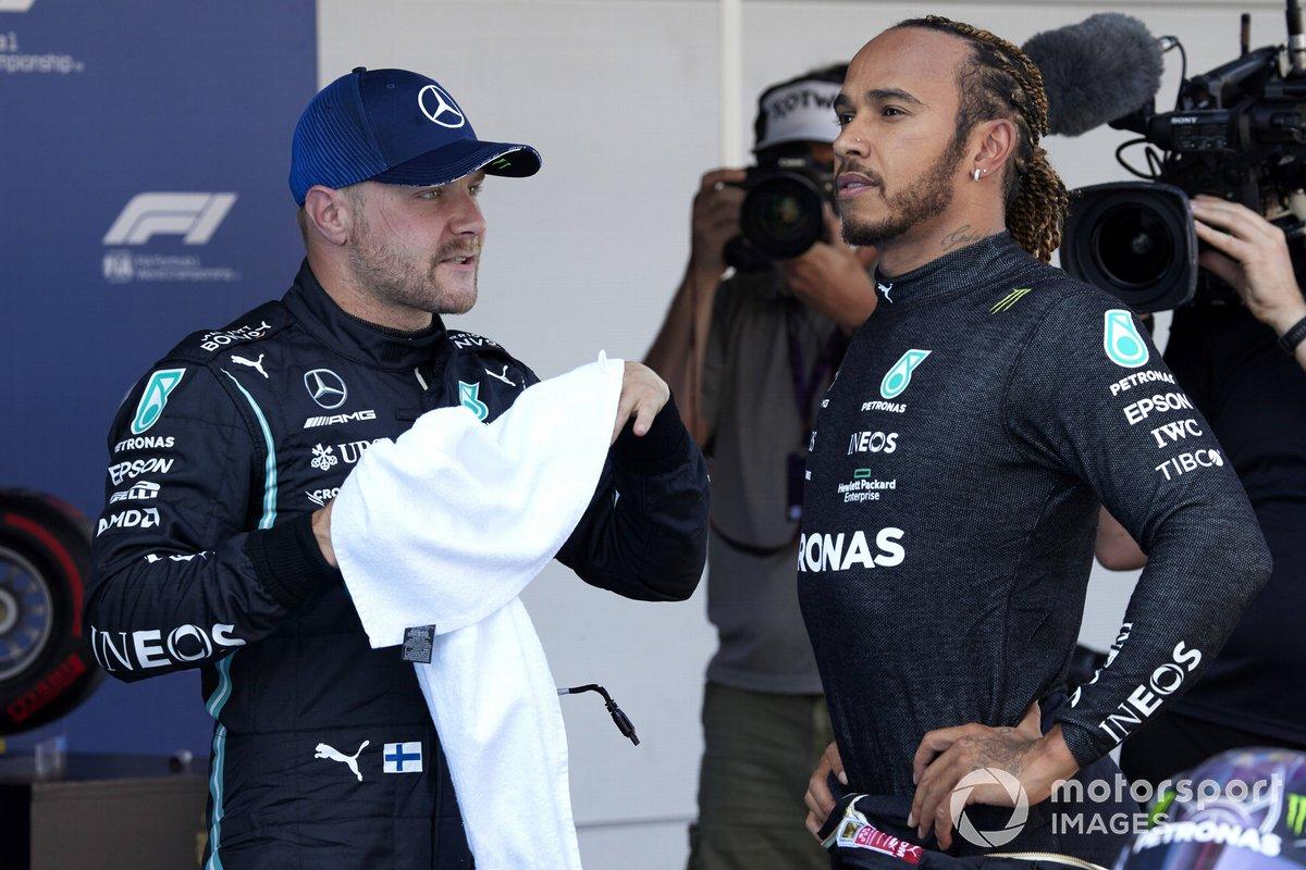 Valtteri Bottas, Mercedes y Lewis Hamilton, Mercedes, tras ganar su Pole Position 100 en la F1 en el Parc Ferme