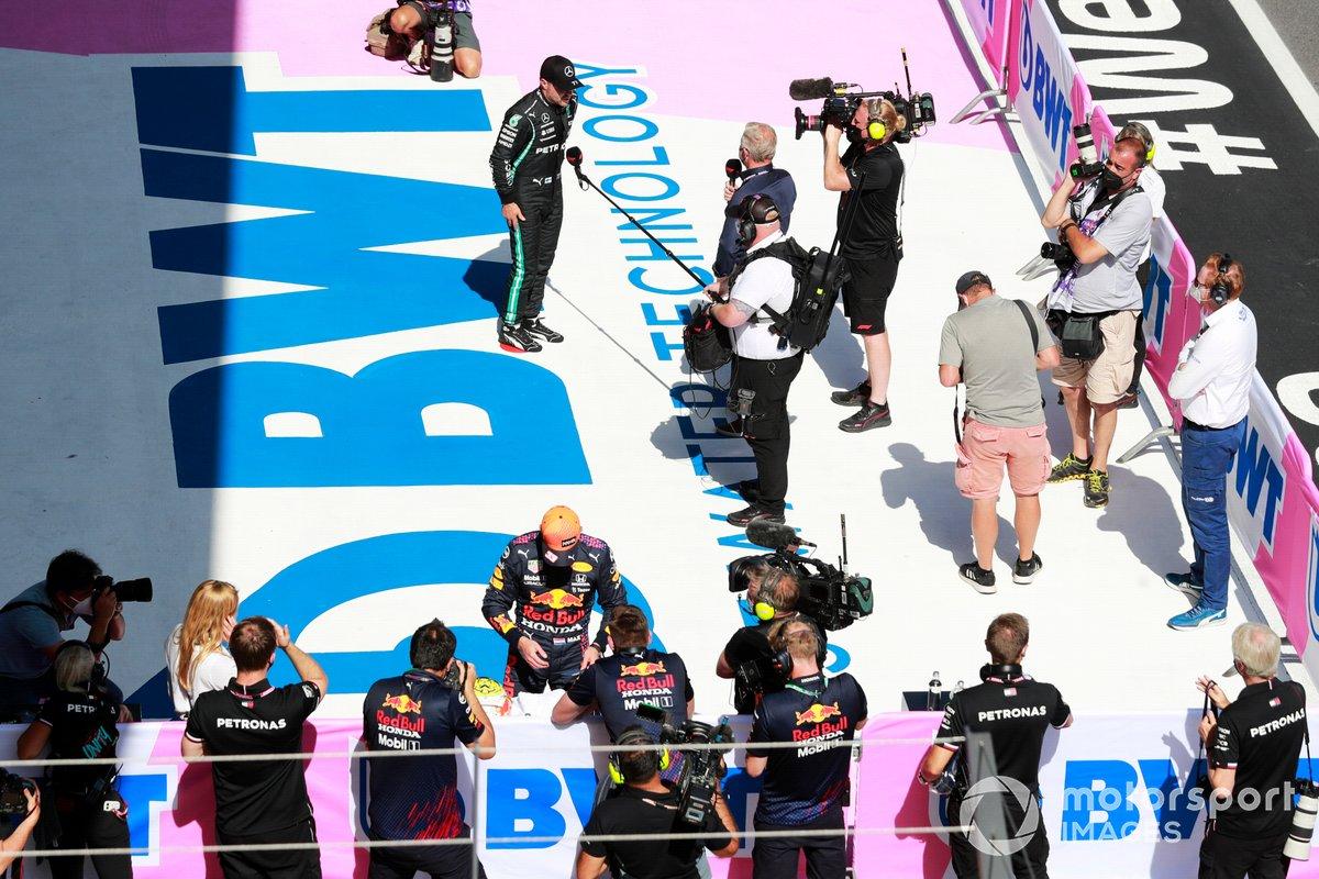 Valtteri Bottas, de Mercedes, es entrevistado tras la clasificación