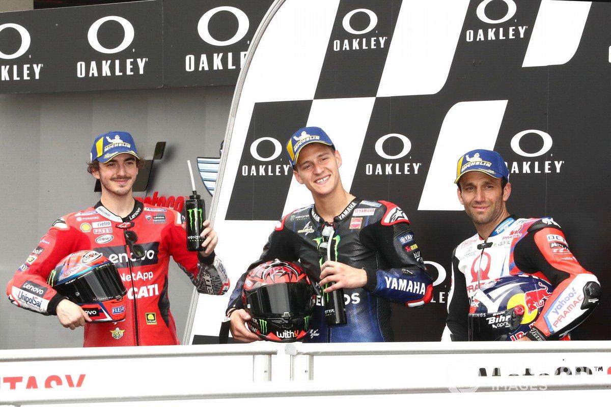 Ganador de la pole Fabio Quartararo, Yamaha Factory Racing, segundo puesto Francesco Bagnaia, Ducati Team, tercer puesto Johann Zarco, Pramac Racing