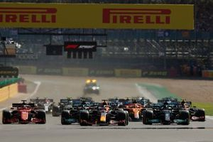 Lewis Hamilton, Mercedes W12, Max Verstappen, Red Bull Racing RB16B, Valtteri Bottas, Mercedes W12, Charles Leclerc, Ferrari SF21, and the rest of the field