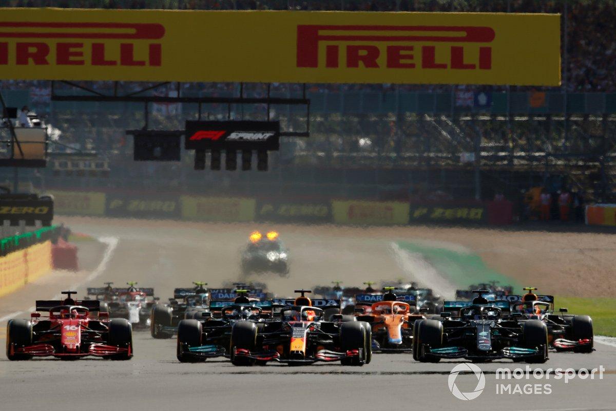 Inicio de la carrera Sprint, Lewis Hamilton, Mercedes W12, Max Verstappen, Red Bull Racing RB16B, Valtteri Bottas, Mercedes W12, Charles Leclerc, Ferrari SF21