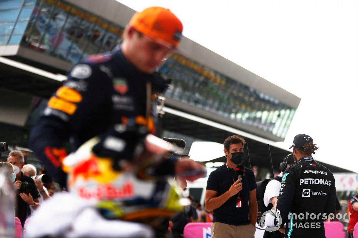 Lewis Hamilton, Mercedes, 2ª posición, es entrevistado en Parc Ferme