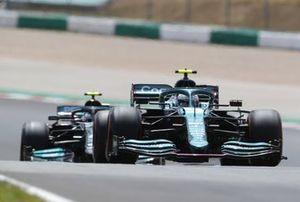 Sebastian Vettel, Aston Martin AMR21, Valtteri Bottas, Mercedes W12