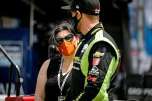 Charlie Kimball, A.J. Foyt Enterprises Chevrolet with wife Kathleen Kimball