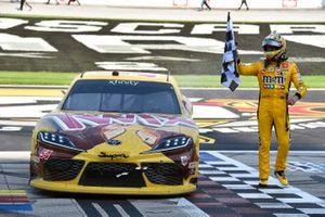 Ganador Kyle Busch, Joe Gibbs Racing, Toyota Supra Twix