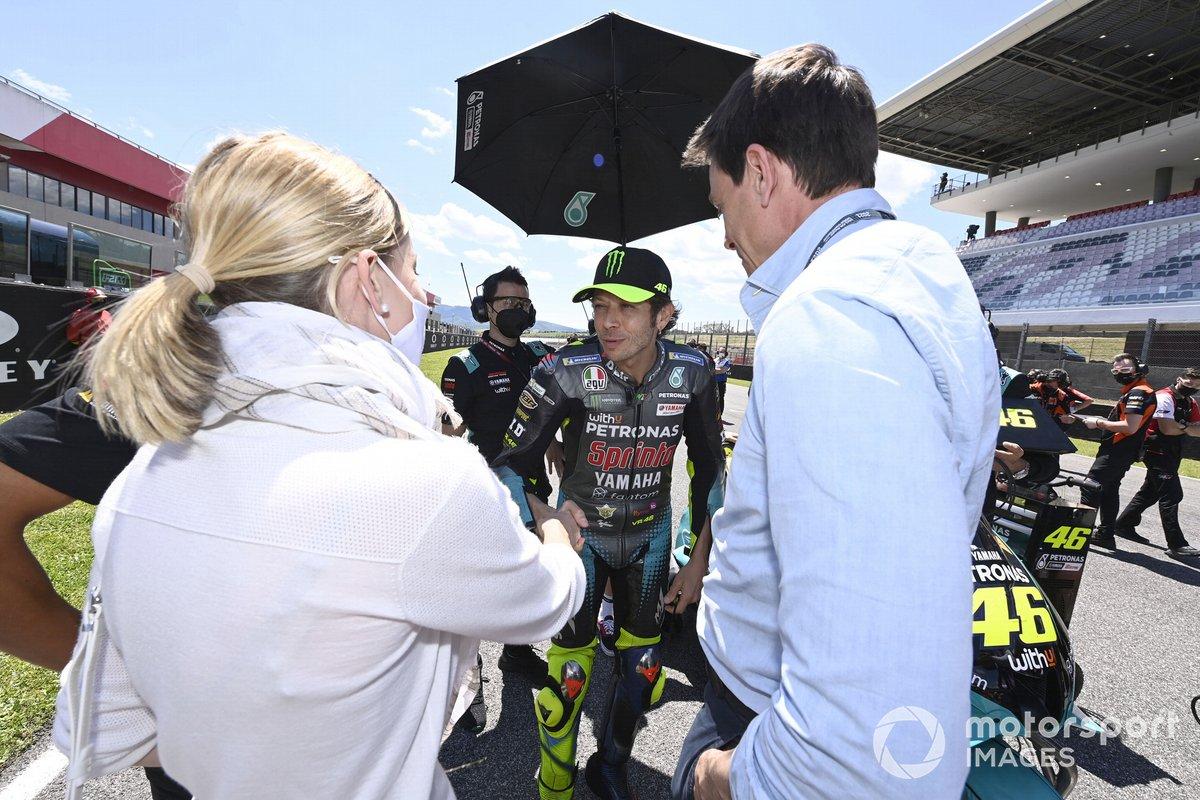 Valentino Rossi, Petronas Yamaha SRT, Toto Wolff, director del equipo y consejero delegado de Mercedes AMG, Susie Wolff, directora del equipo Venturi Racing