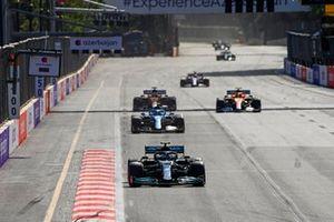 Valtteri Bottas, Mercedes W12, Esteban Ocon, Alpine A521, Lando Norris, McLaren MCL35M, Daniel Ricciardo, McLaren MCL35M