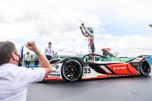Rene Rast, Audi Sport ABT Schaeffler, célèbre sa 2ᵉ place dans le parc fermé