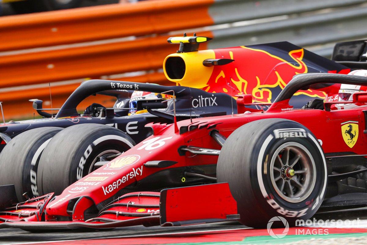 Sergio Pérez, Red Bull Racing RB16B, batalla con Charles Leclerc, Ferrari SF21