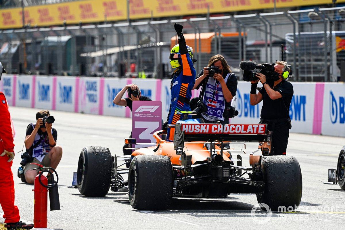 Tercer lugar Lando Norris, McLaren MCL35M, en Parc Ferme