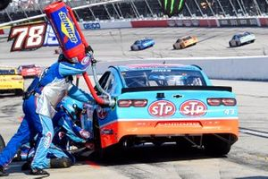 Erik Jones, Richard Petty Motorsports, Chevrolet Camaro STP pit stop