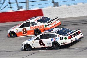 Chase Elliott, Hendrick Motorsports, Chevrolet Camaro Hooters Throwback and Kevin Harvick, Stewart-Haas Racing, Ford Mustang Mobil 1 Throwback