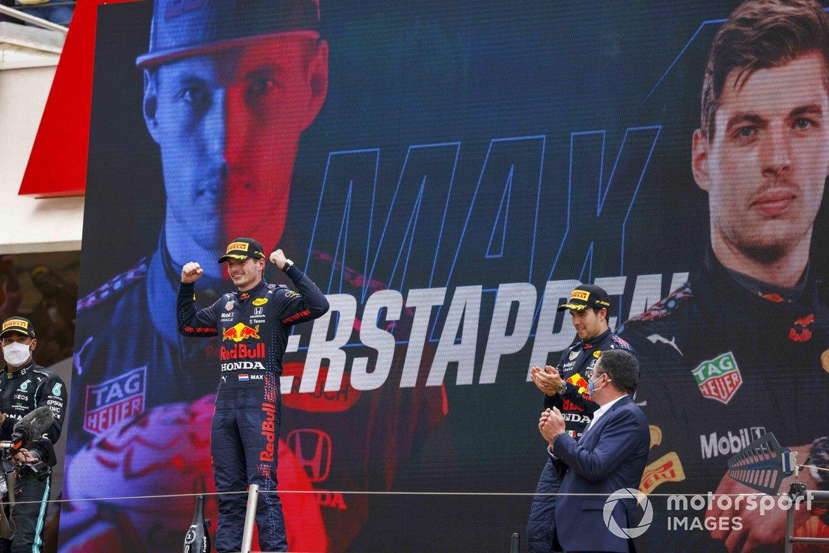 Lewis Hamilton, Mercedes, Max Verstappen, Red Bull Racing, y Sergio Pérez, Red Bull Racing