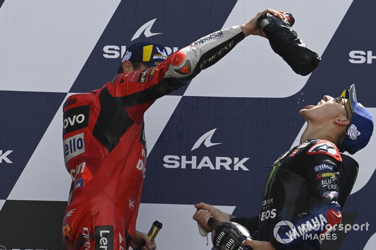 Podio: ganador de la carrera Jack Miller, Ducati y el tercer lugar Fabio Quartararo, Yamaha Factory Racing
