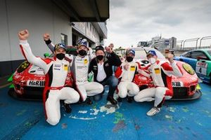 #30 Frikadelli Racing Team Porsche 911 GT3 R: Earl Bamber, Mathieu Jaminet, #31 Frikadelli Racing Team Porsche 911 GT3 R: Patrick Pilet, Maxime Martin