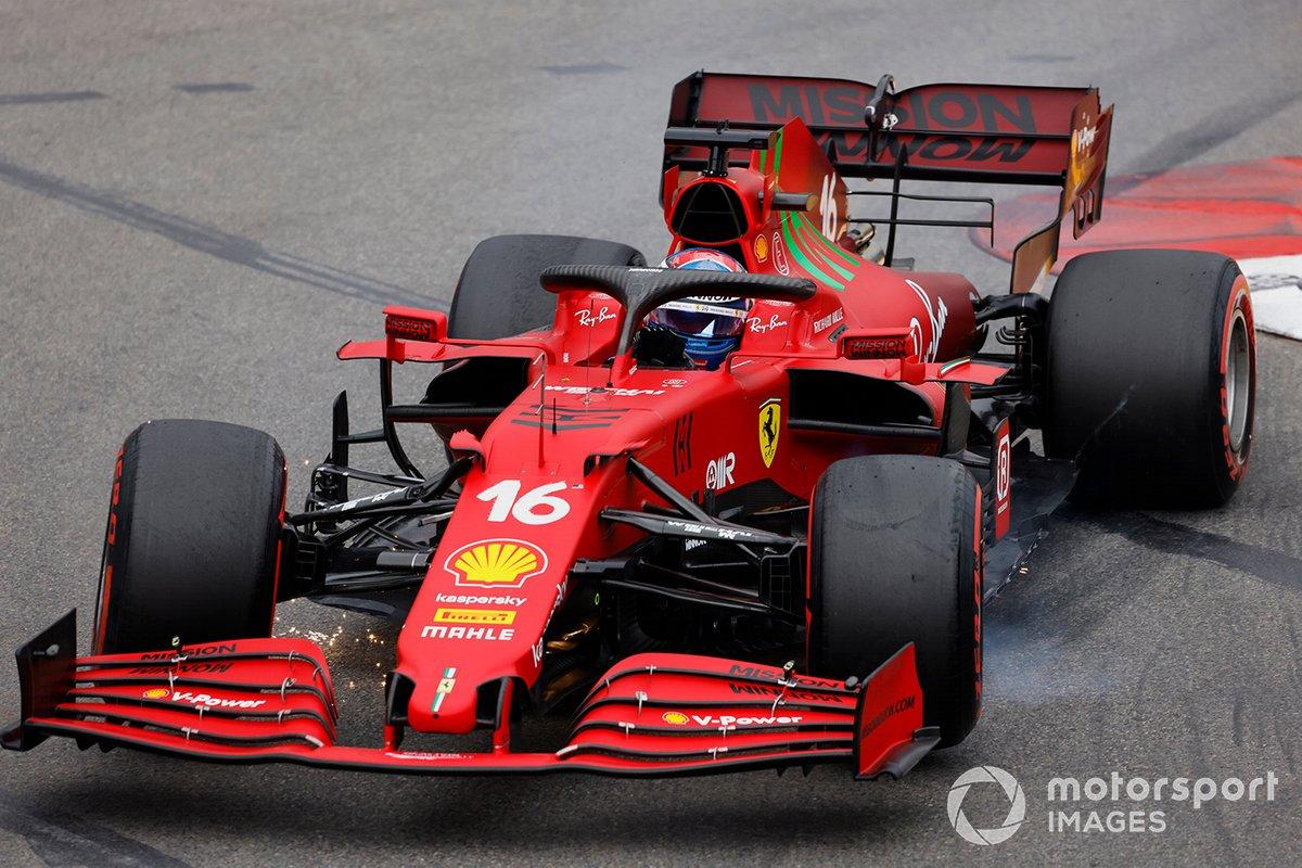 Charles Leclerc, Ferrari SF21 con daños después de tocar la barrera
