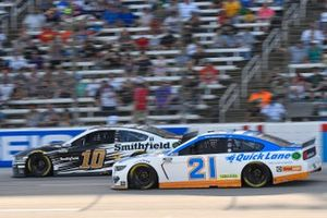 Aric Almirola, Stewart-Haas Racing, Ford Mustang Smithfield, Matt DiBenedetto, Wood Brothers Racing, Ford Mustang Quick Lane Tire & Auto Center