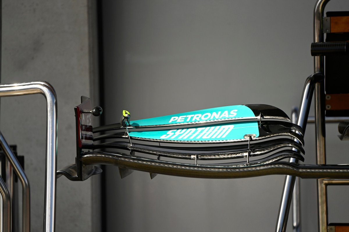 Detalle del alerón delantero del Mercedes W12