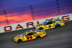 Derrike Cope, StarCom Racing, Chevrolet Camaro Bojangle's and Chase Elliott, Hendrick Motorsports, Chevrolet Camaro NAPA Throwback