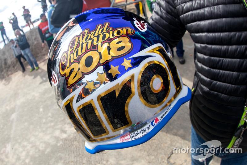 De nieuwe helm van Herlings.