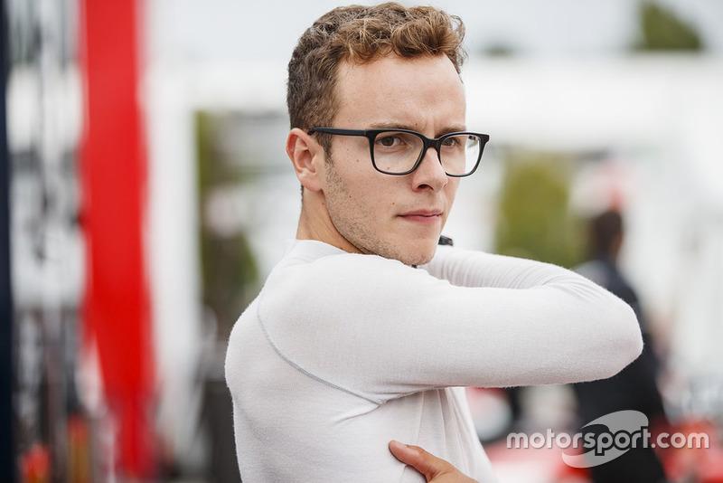 No ano seguinte, o jovem para a F-Renault.