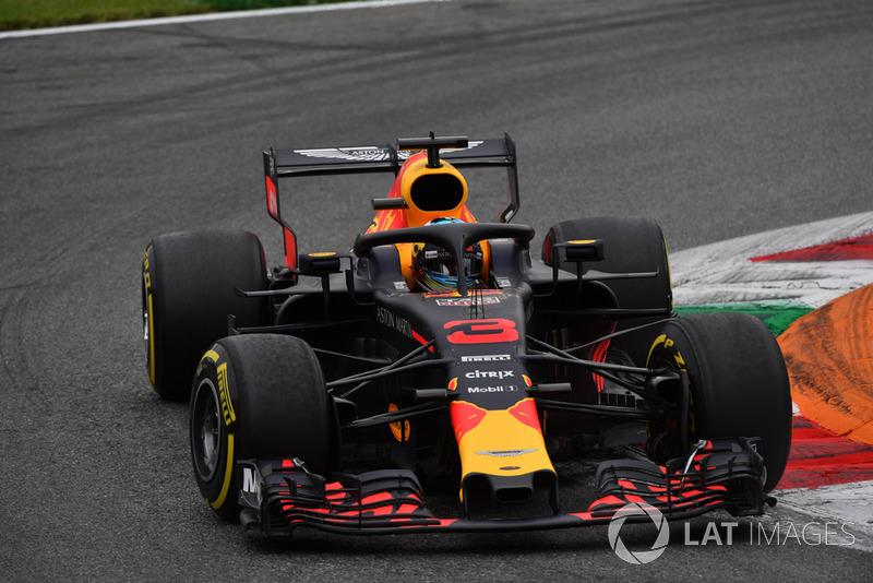 Ricciardo has to retire the car