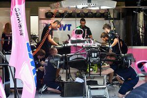 La Force India VJM11 dans le garage