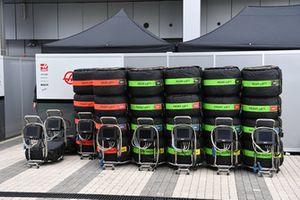 Pirelli tyres in tyre warmers