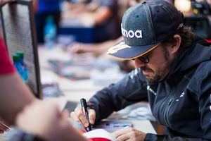Fernando Alonso, McLaren signs autographs