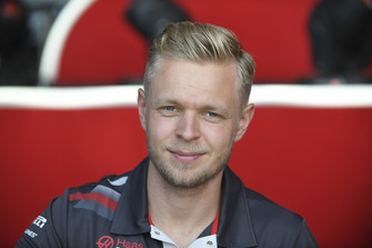 Kevin Magnussen, Haas F1 Team lors de la séance d'autographes