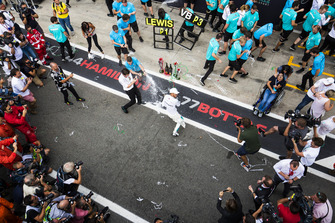 Valtteri Bottas, Mercedes AMG F1, third position, Lewis Hamilton, Mercedes AMG F1, first position, and the Mercedes team celebrate with Champagne