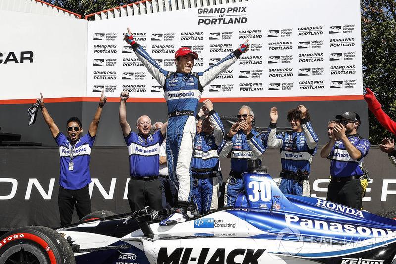Race winner Takuma Sato, Rahal Letterman Lanigan Racing Honda