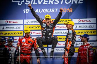 Подиум: победители гонки Роман Русинов, Андреа Пиццитола и Жан-Эрик Вернь, ORECA 07 - Gibson №26 команды G-Drive Racing